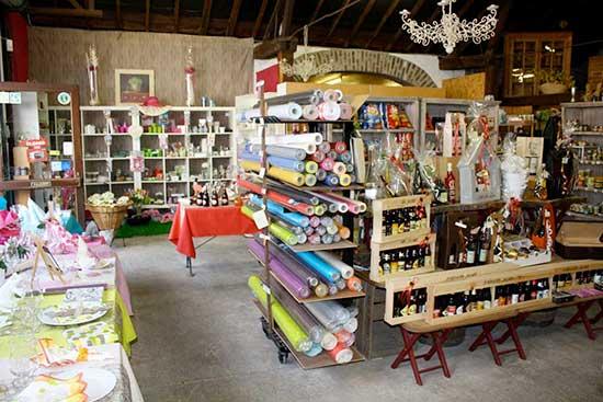 Piron Drinks: intérieur magasin déco table